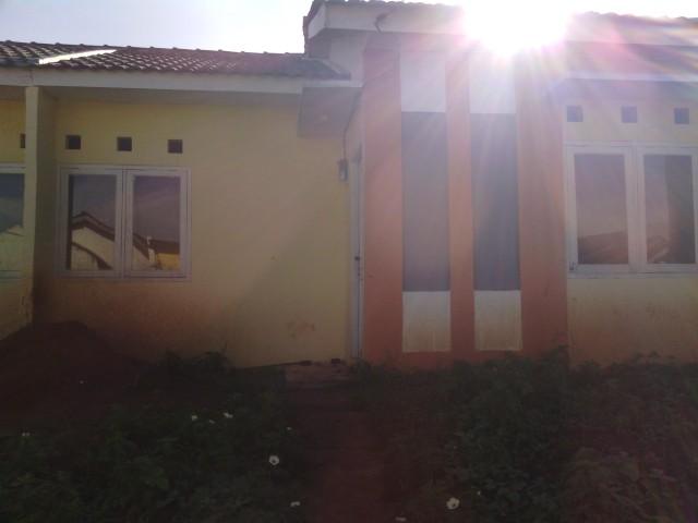 penampakan rumah sebelum direnovasi